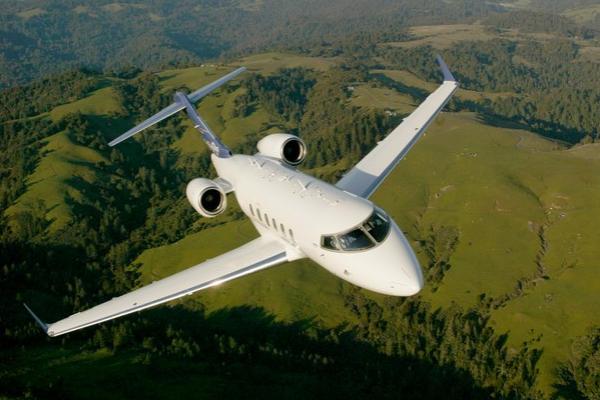 Challenger 300 Flying